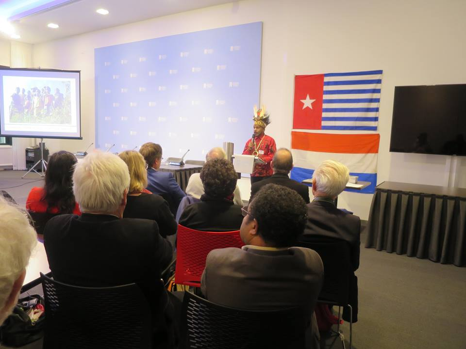 Benny Wenda giving a speech to those assembled at the ILWP launching in the Netherlands